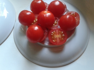 cuttingcherrytomatos_2
